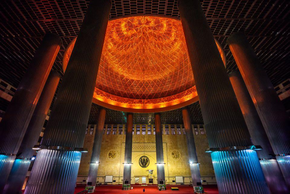 masjid-istiqlal-615344736-5c2f9ffa46e0fb00016ede98.jpg